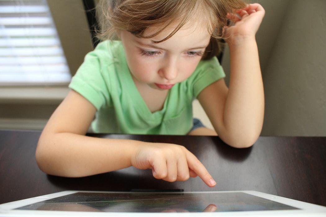 Copiii români, în topul celor care învață programare încă de la 5 ani