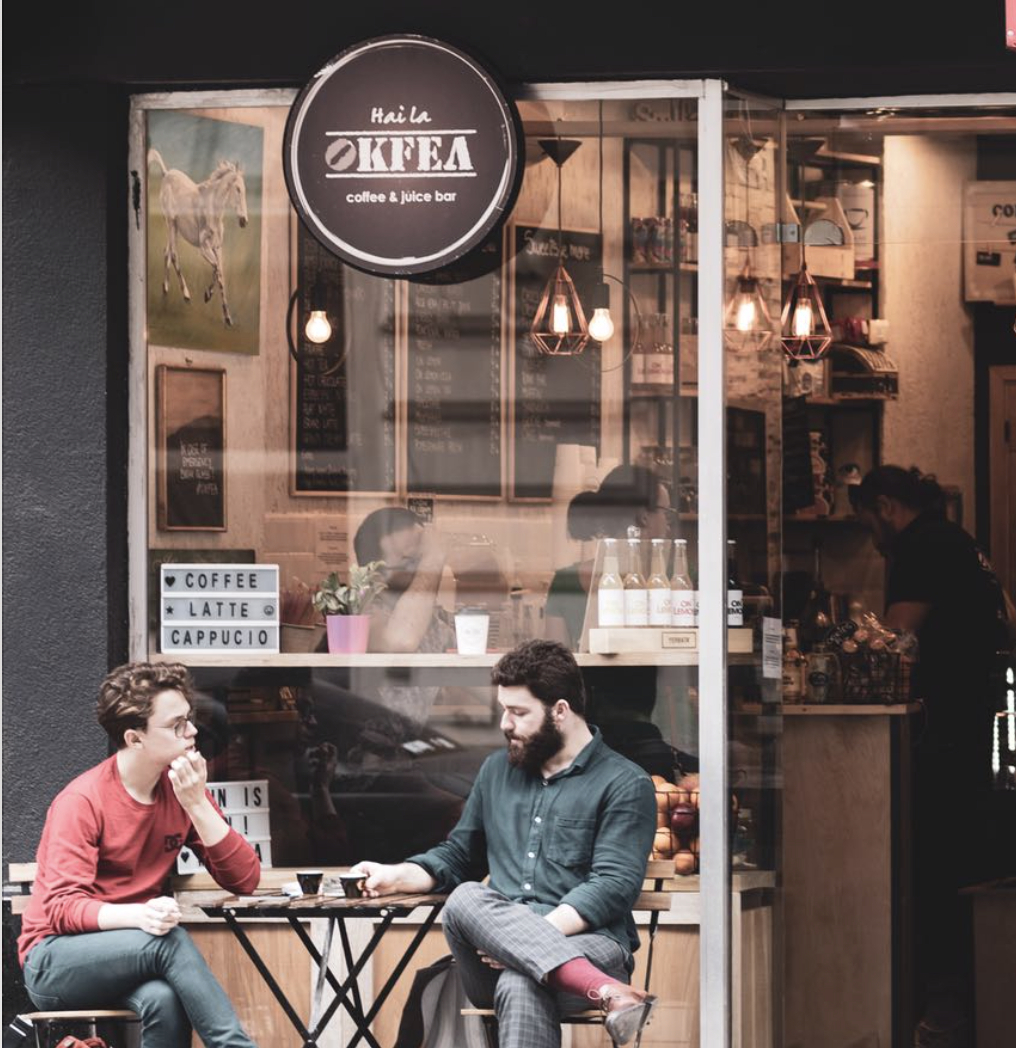 Franciza Okfea - intră pe prețuri fixe, băuturi alcoolice și flori