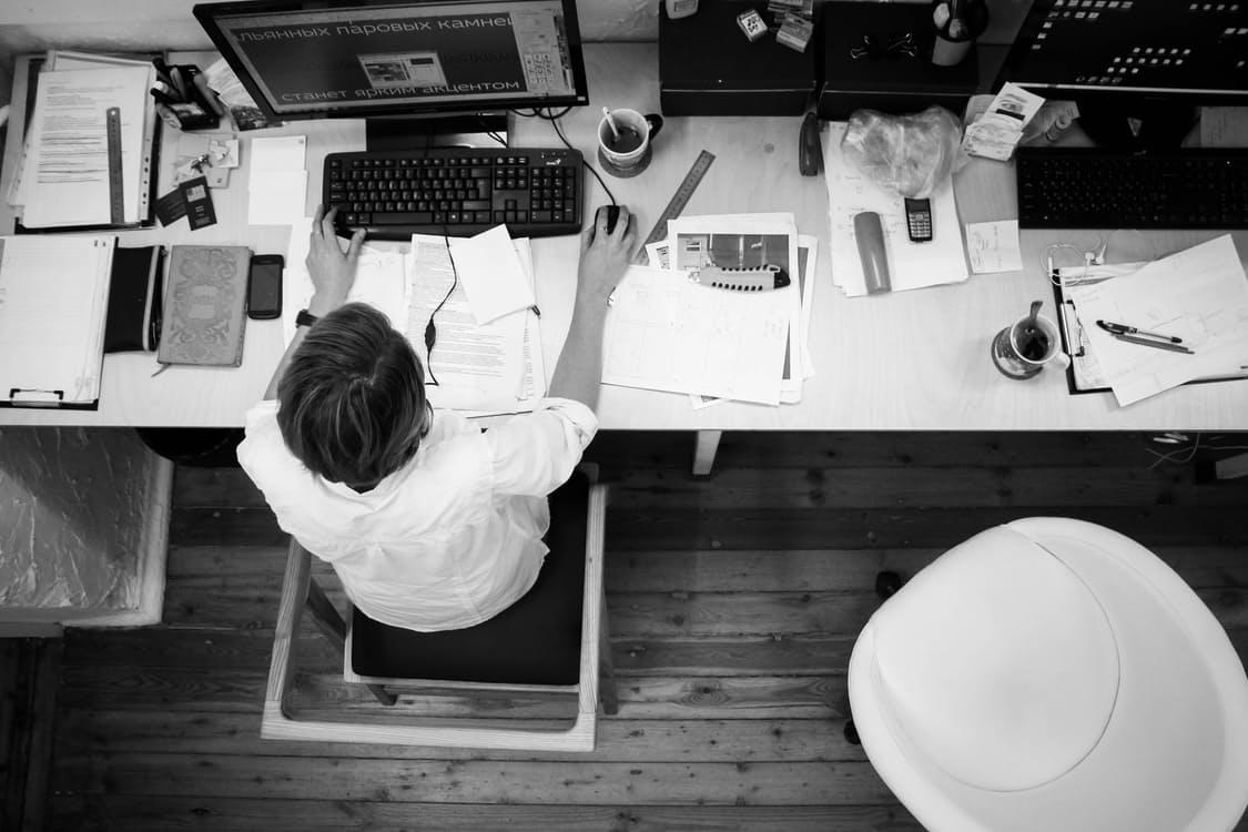 De ce să îți păstrezi jobul în timp ce lansezi un startup