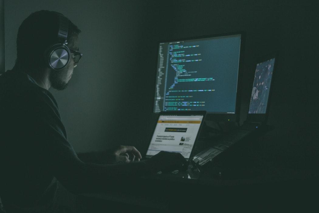 Cinci limbaje de programare care îți vor aduce salarii mari în 2018