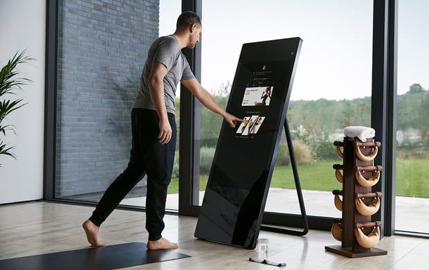 Un român e în echipa care vrea să facă oglinda de fitness pentru acasă