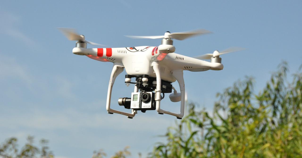 Ce pățești în SUA dacă te plimbi cu drona pe unde nu-ți fierbe oala