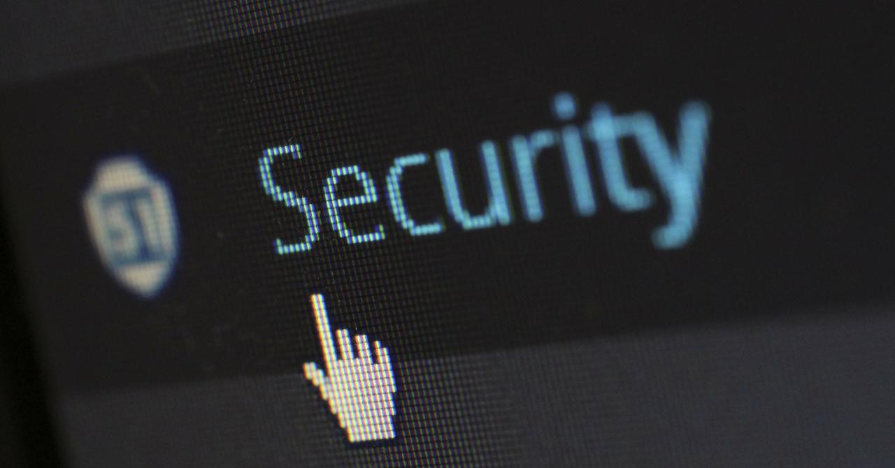 Cum a ajuns un backdoor într-un software folosit de sute de companii