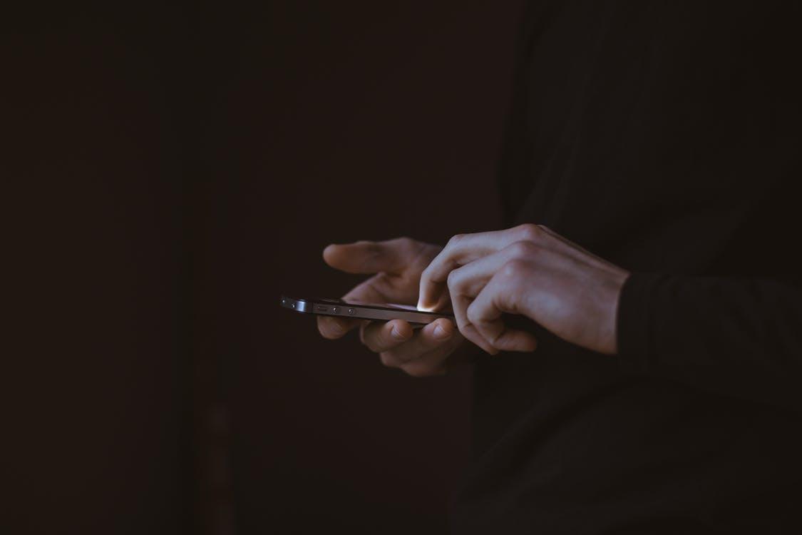 Folosim mai mult smartphone-ul pentru shopping. Ce ne cumpărăm?