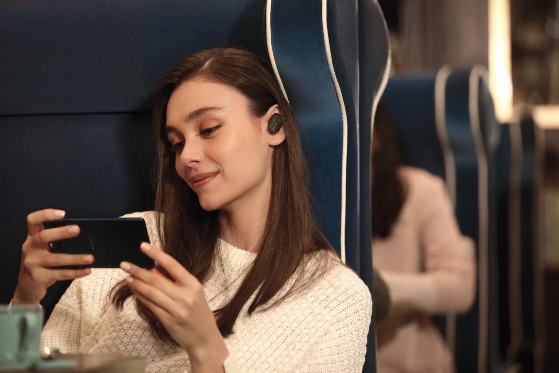 Sony lansează căștile mici, dar cu Noise Cancelling performant