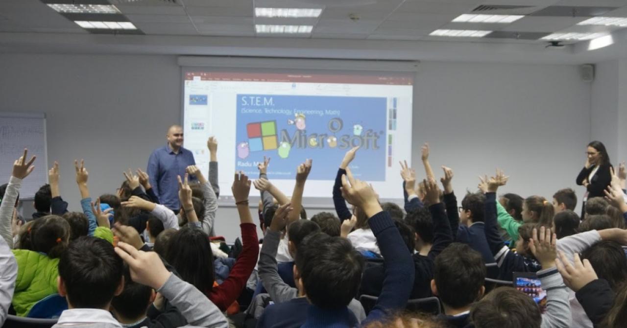4.000 de elevi au scris cod în Minecraft la Hour of Code