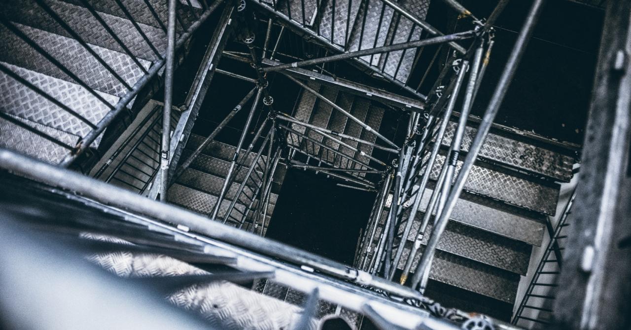 Nebunia de a construi o fabrică și a produce în România