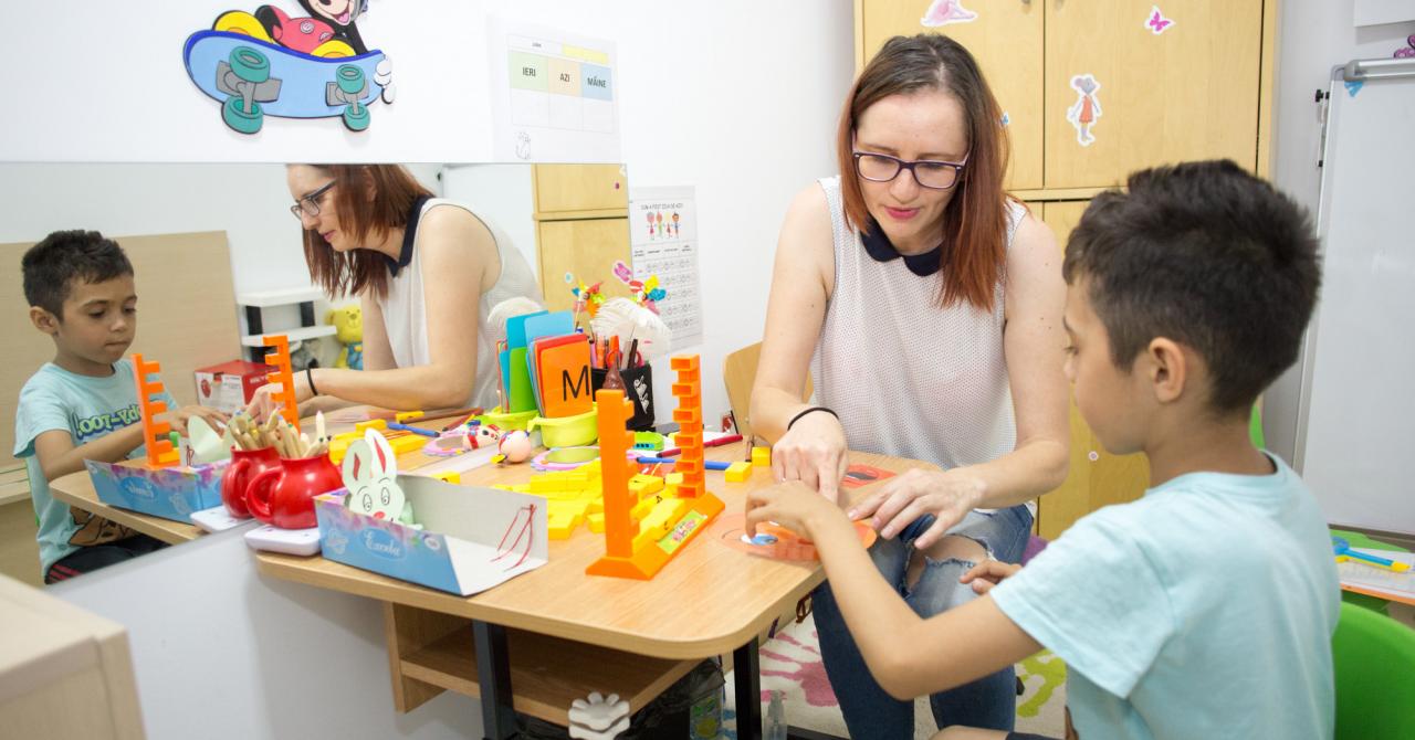 Prima aplicație românească pentru oamenii care ajută copiii cu autism