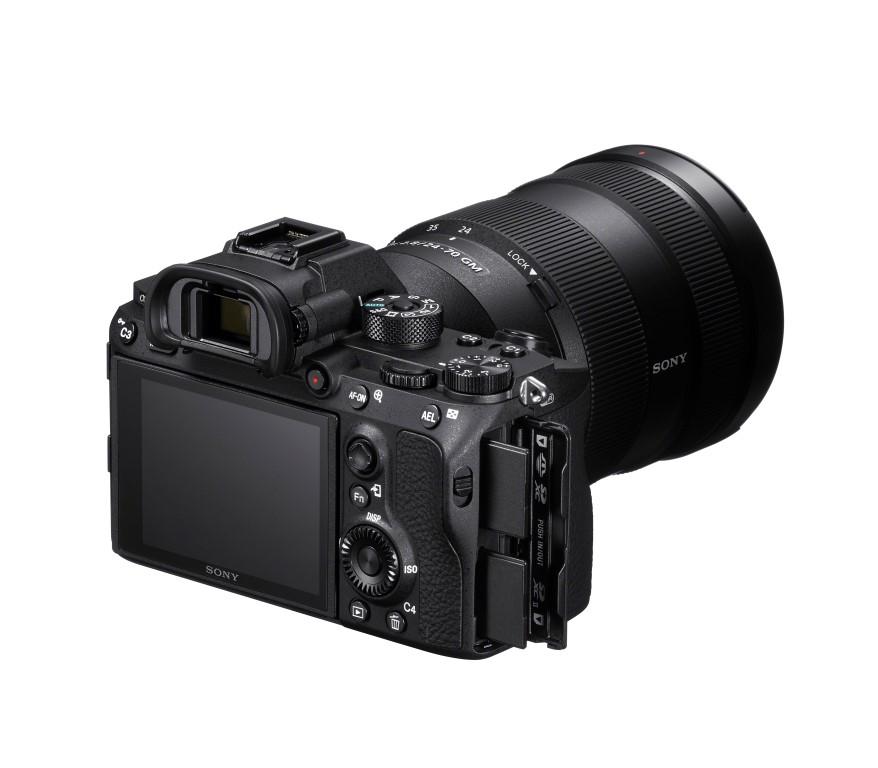 α7R III, noua cameră full-frame Sony cu obiectiv interschimbabil