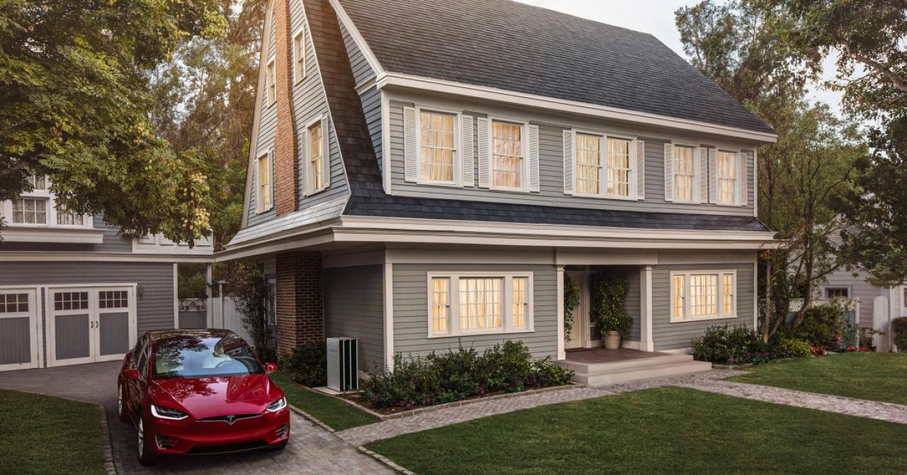 Independență energetică: cum rezervi acoperișul solar Tesla