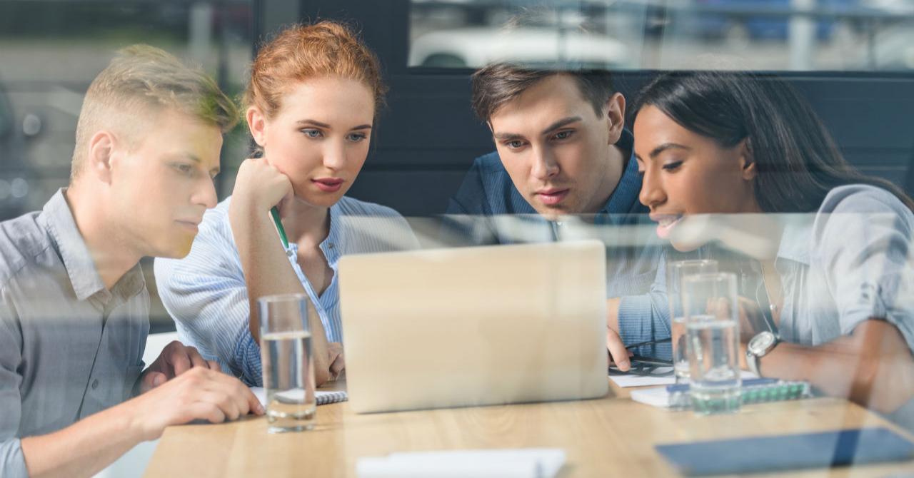 Bărbați vs Femei: Cum sunt văzute recrutarea și căutarea unui job