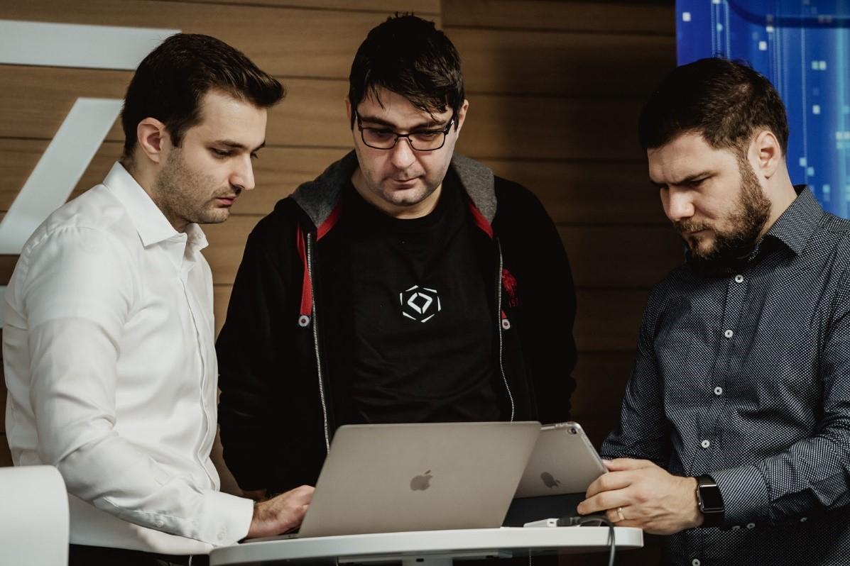 Apple premiază 2 ingineri români, parte a comunității Digital Nation