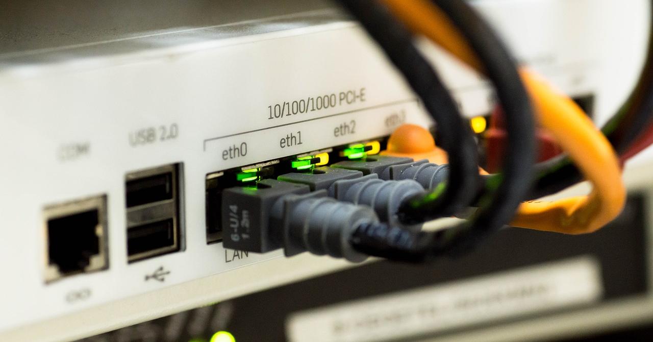 Vodafone, parteneriat cu Telekom pentru servicii de internet fix și TV