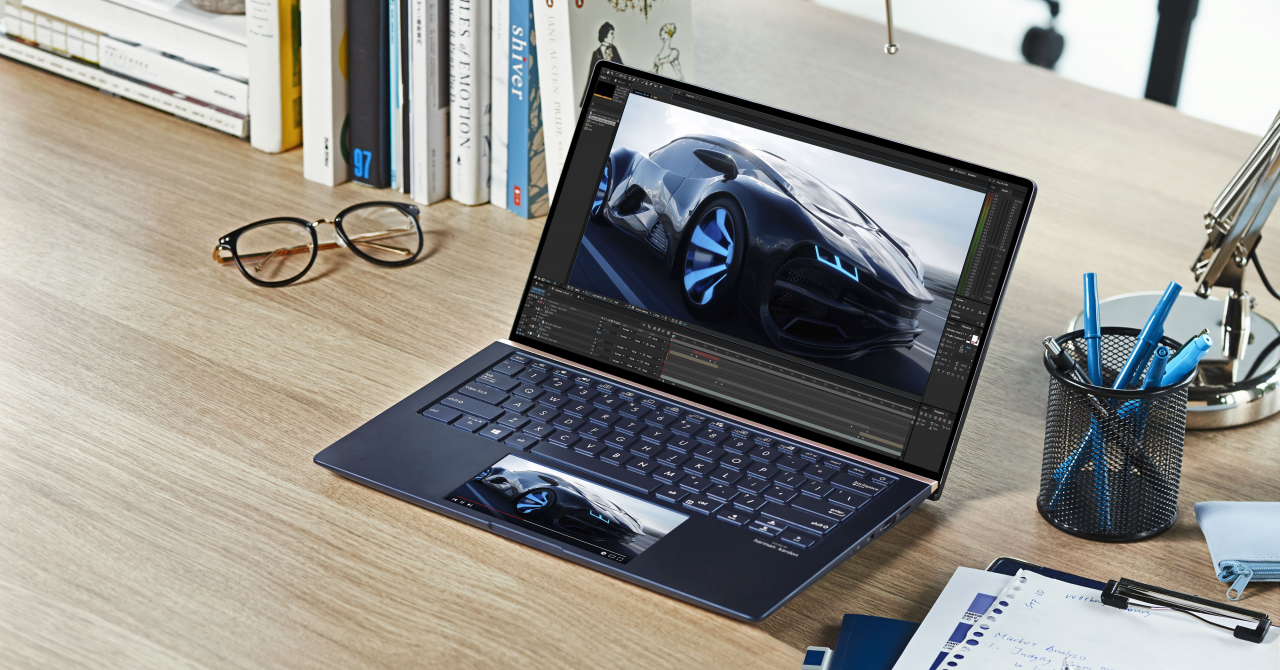 ZenBook 13, laptop cu două ecrane, intră pe piața din România