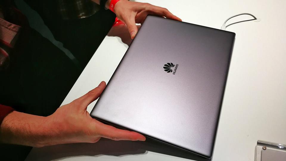 Huawei MateBook X Pro este un laptop superb cu ecran fără margini