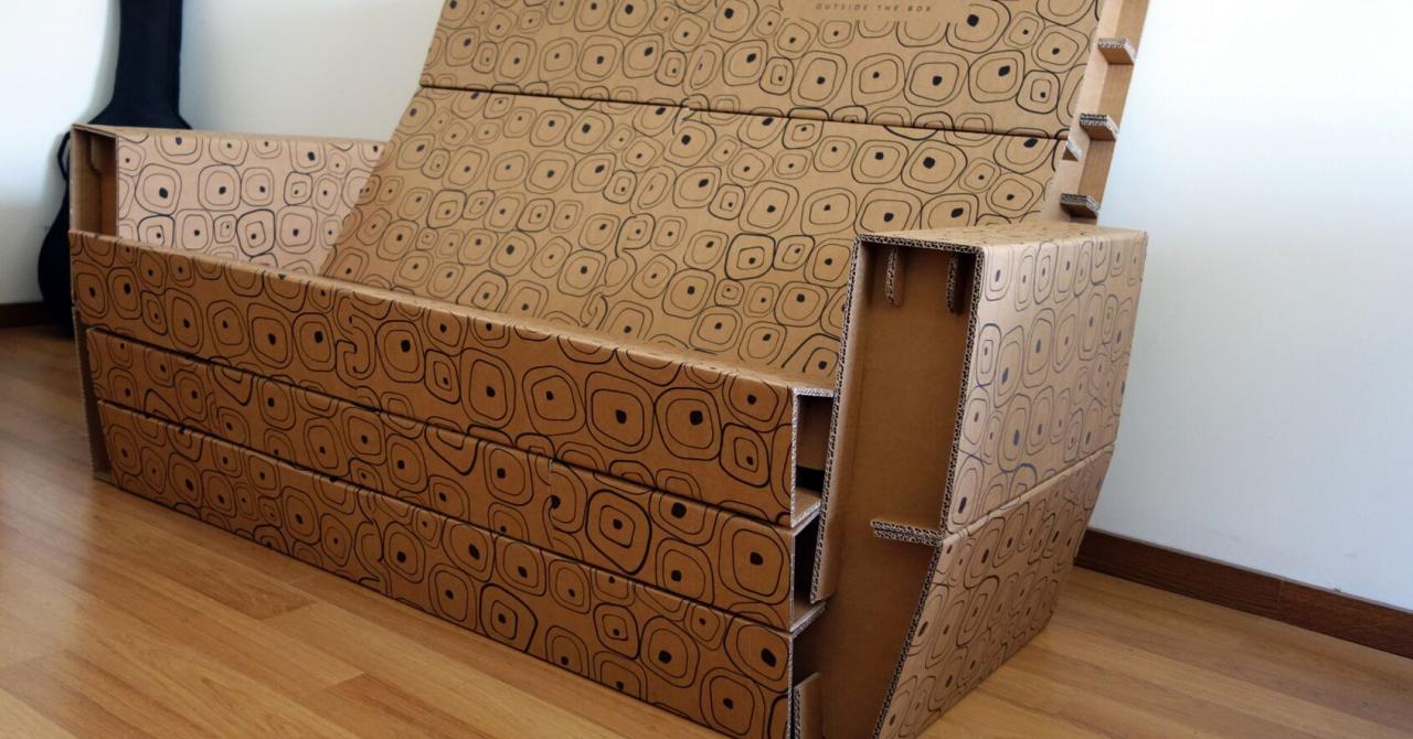 Afaceri din carton: românii care fac mobilă dintr-o simplă cutie