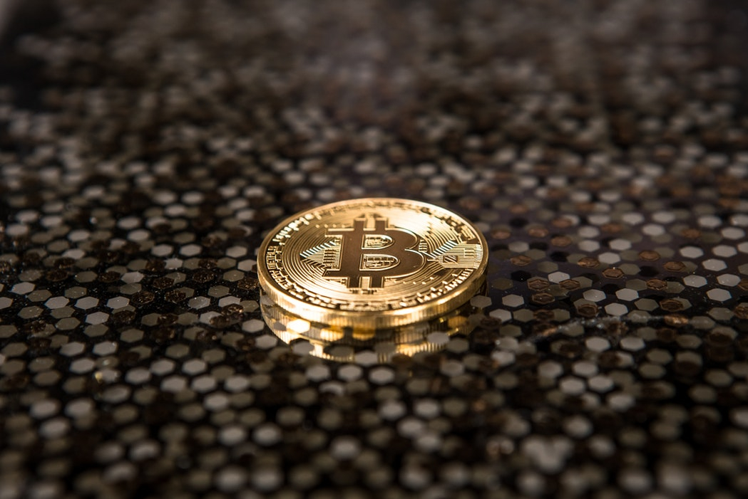 Mașina și vacanța se cumpără pe bitcoin și cu telefonul