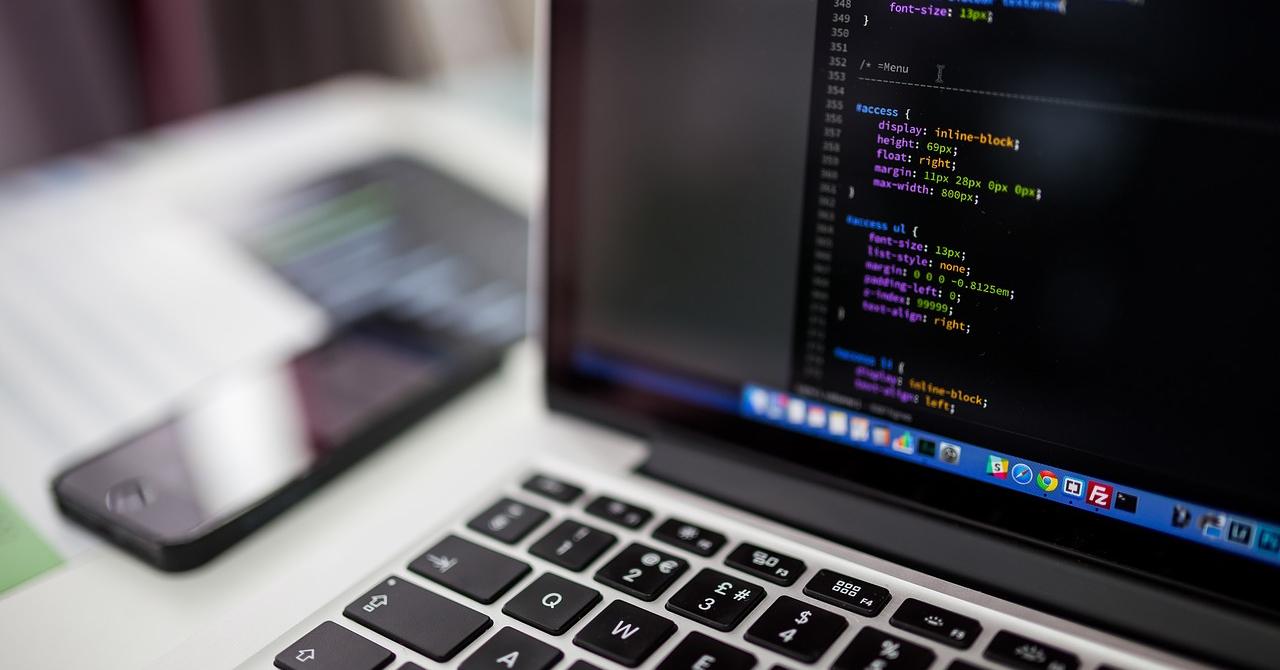 Cursuri de programare: învață să scrii cod (aproape) gratuit