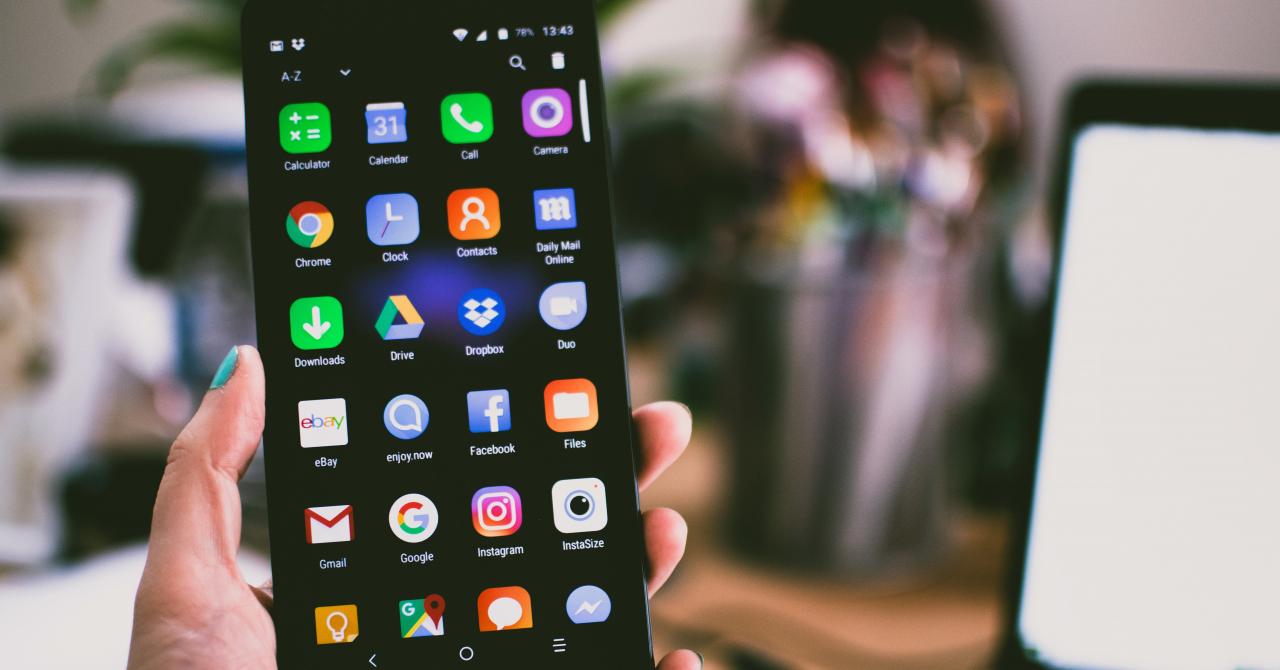 Telefoane la eMAG: smartphone-uri bune cu preț de până la 2000 de lei