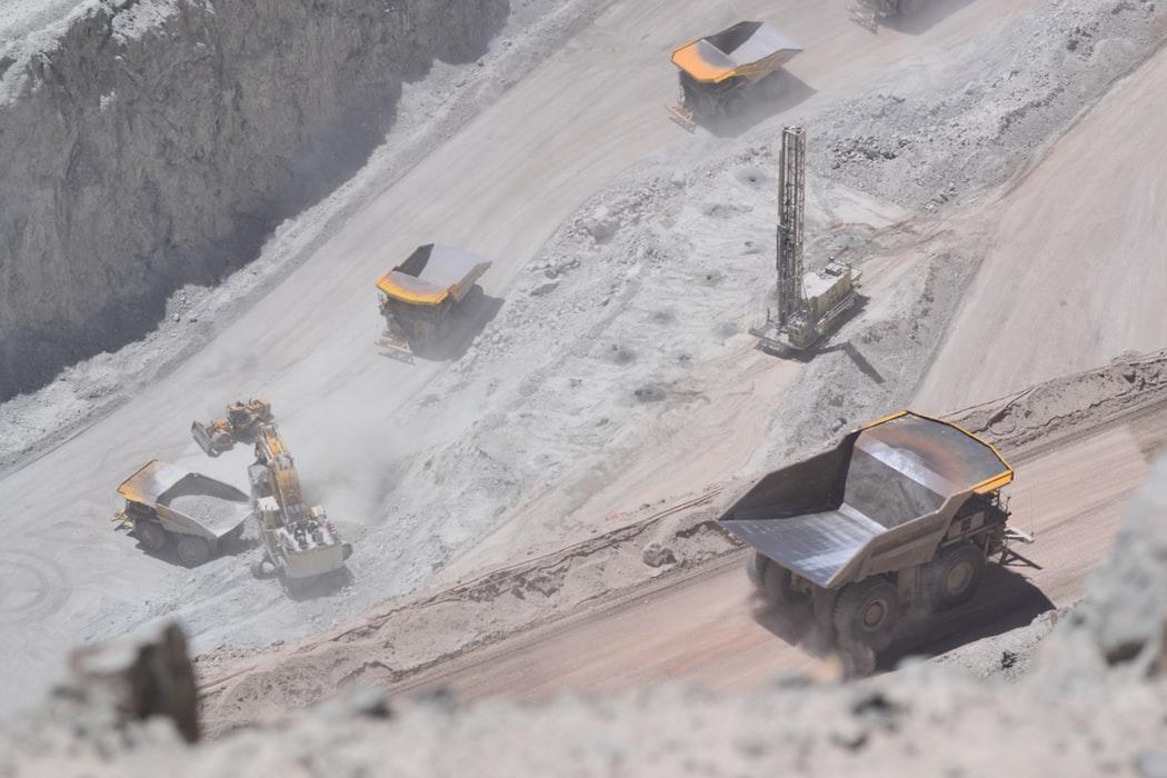 """Și """"mineritul"""" pe net poluează: până la 800 de tone de CO2 pe an"""