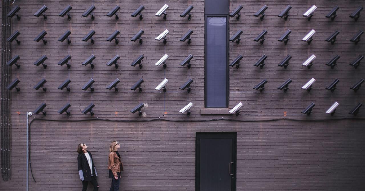 Ce amenzi riscă angajatorii care au camere video la locul de muncă?