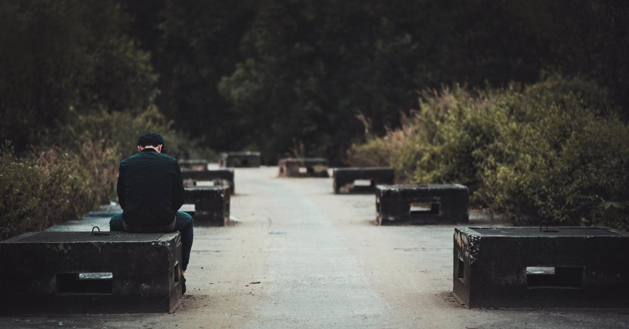 Schimbări pe Facebook pentru prevenirea suicidului și auto-vătămării