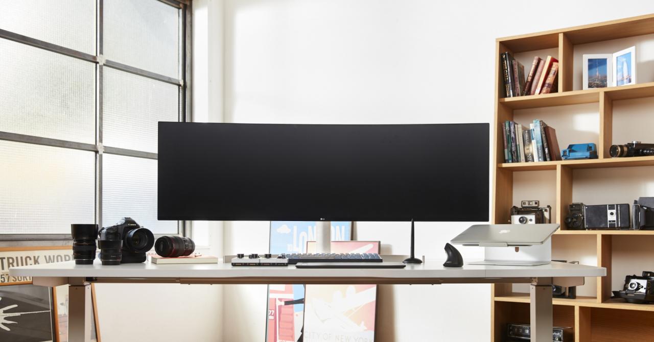 CES 2019: Trebuie să îți schimbi biroul dacă vrei acest monitor LG