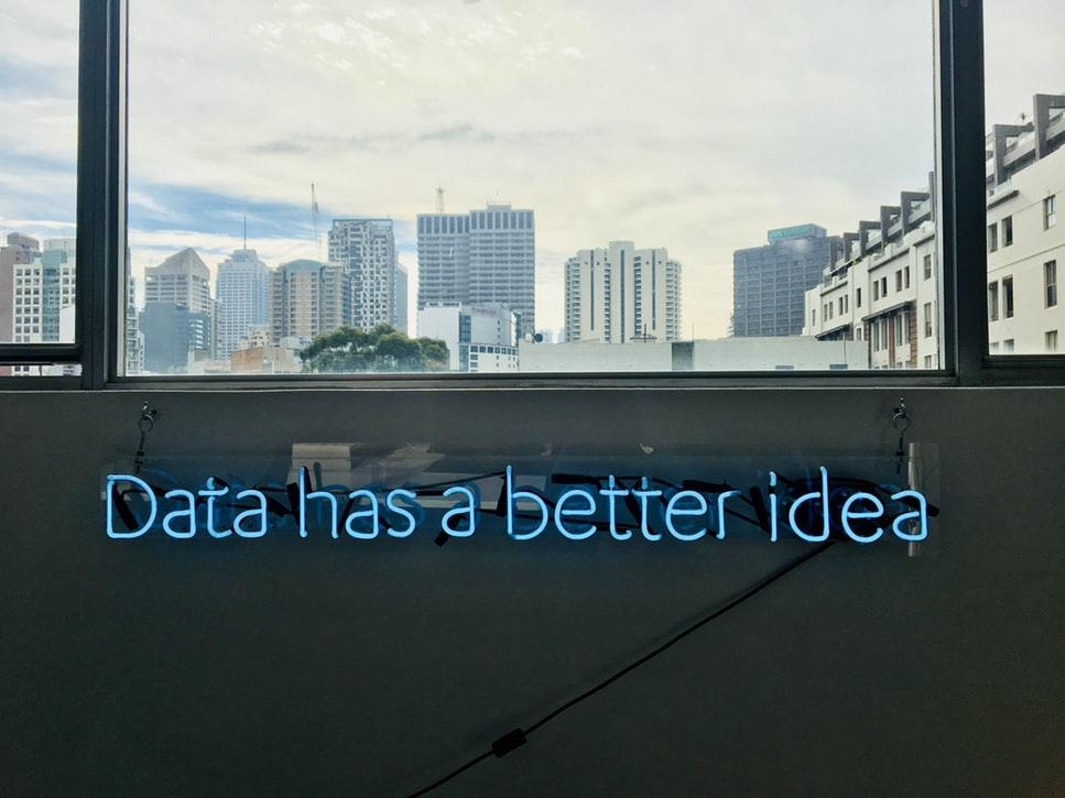 Inteligența artificială și serviciile financiare: oportunități și provocări