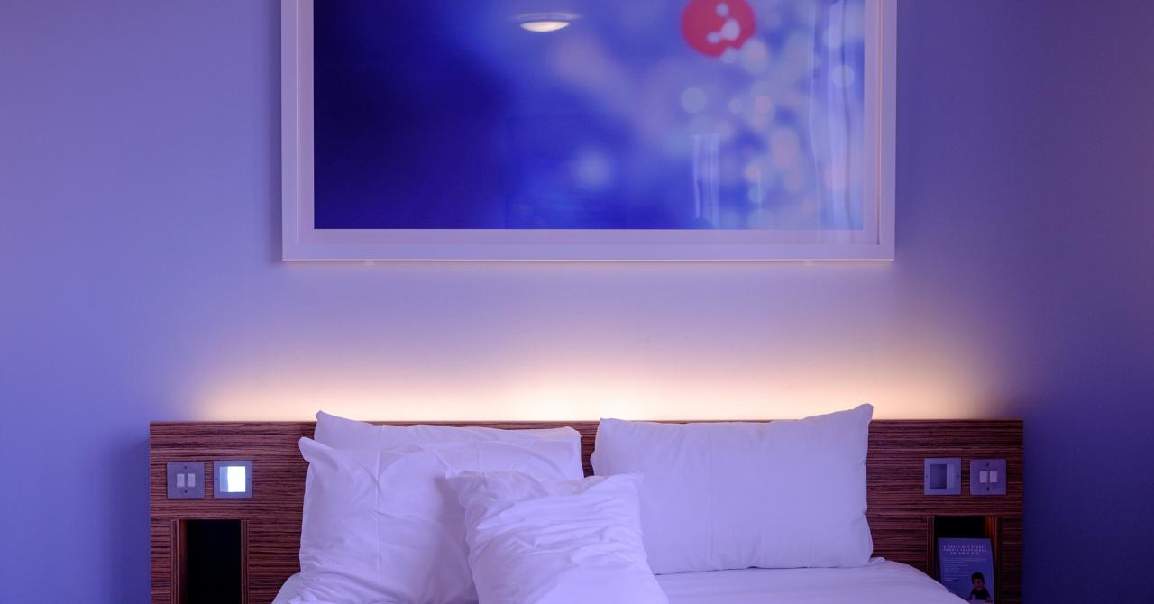 Acest startup îți schimbă șederile la hoteluri