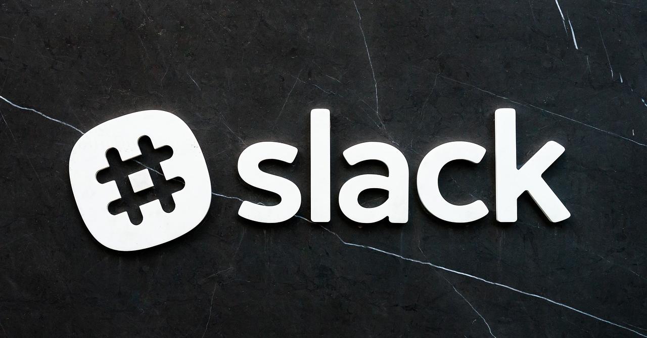 Slack își cumpără din competitori ca să-i câștige pe programatori