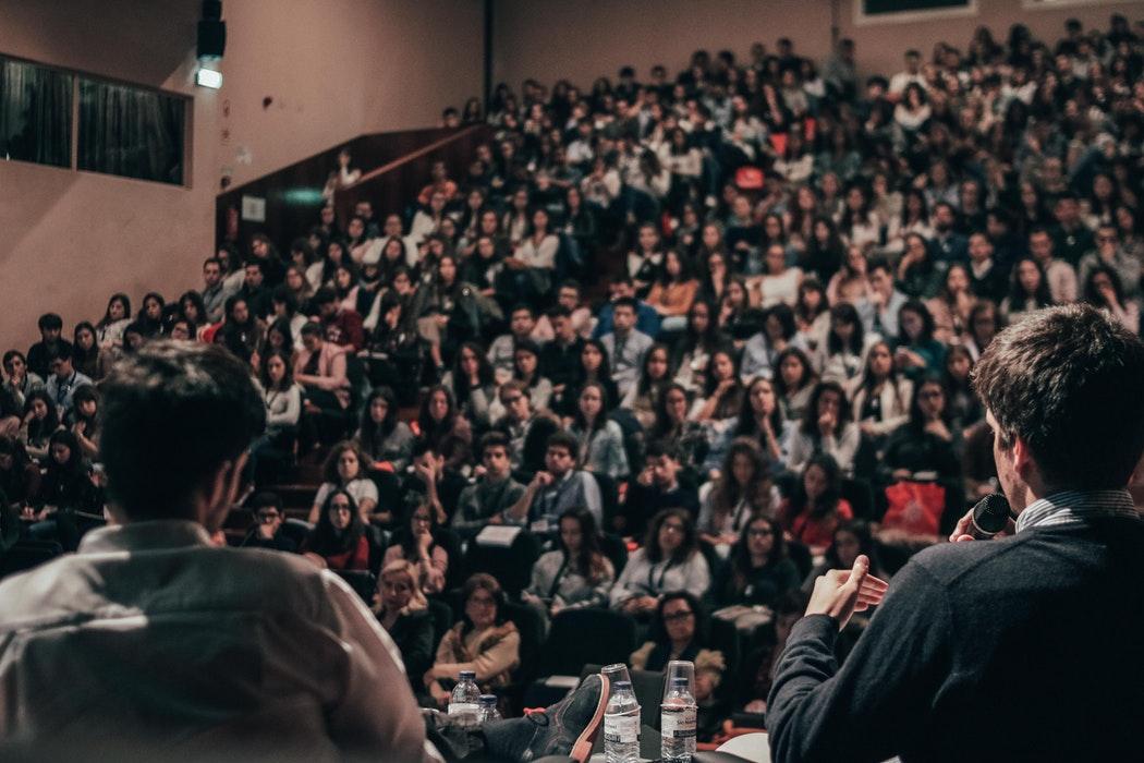 Cursul care te învață cum să lansezi, să crești și să vinzi o afacere
