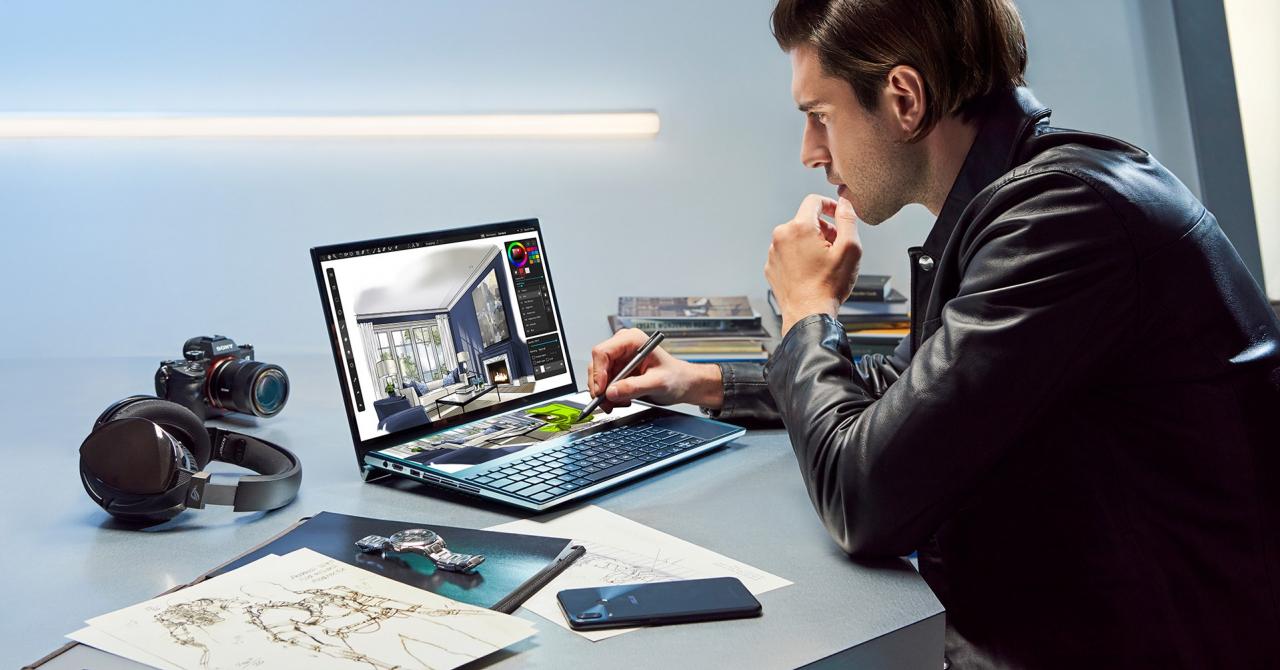 Laptopul cu două ecrane al Asus se vinde și în România. Cât costă