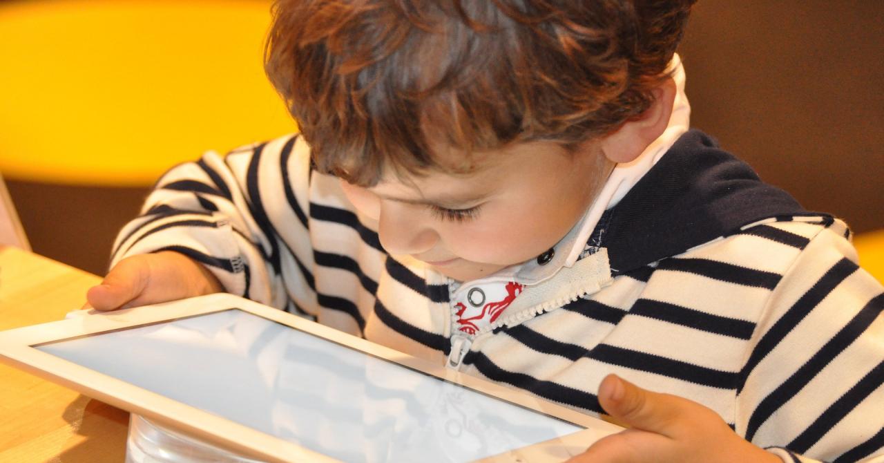 Ce site-uri accesează cel mai frecvent copiii români