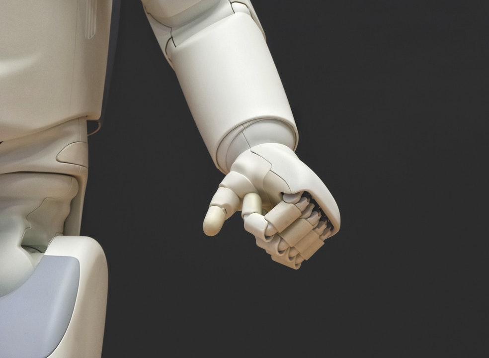 Compania care securizează protezele bionice