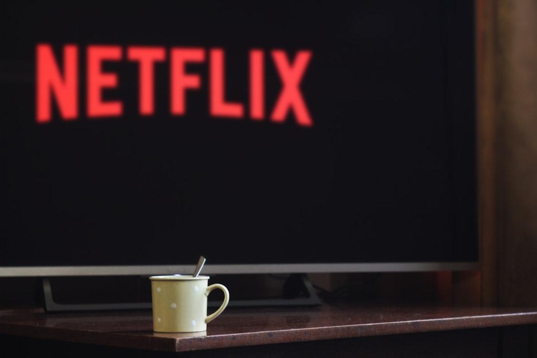 Noi proiecte europene anunțate de Netflix: seriale pentru binging