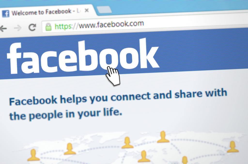 Apple blochează angajații Facebook să-i folosească aplicațiile