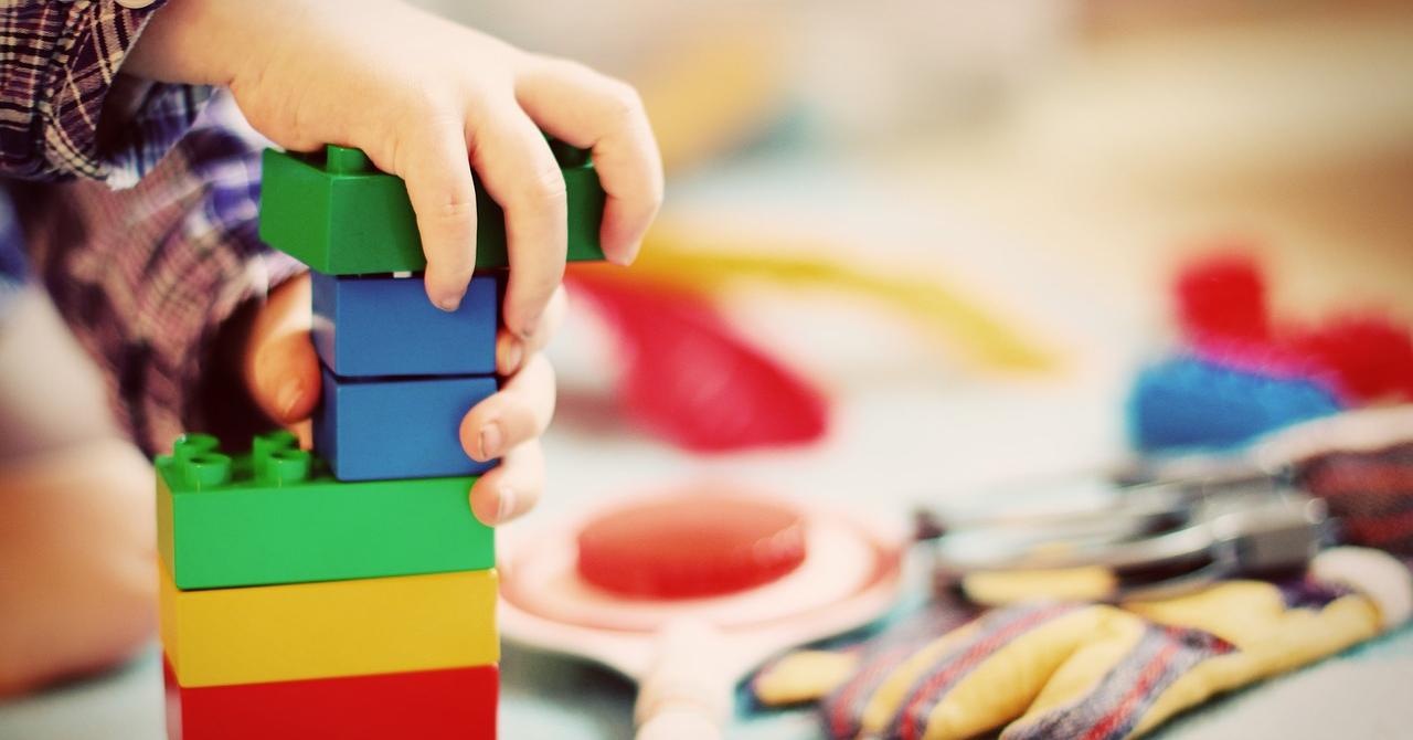 Cât cheltuiesc părinții români pe jucării și care sunt preferințele