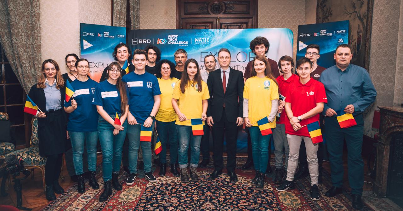 Elevi români pasionați de robotică, schimb educațional la Paris