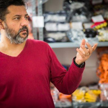 Povestea unui șosetar contemporan și a produselor sale colorate - Madam Mitza