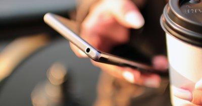 Cumpărături de pe mobil - mai mult de jumătate din oameni folosesc telefonul ca să acceseze eMAG