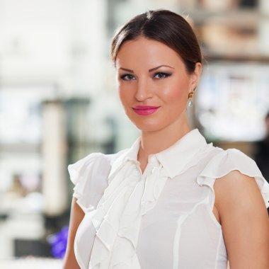 Cum să îți conduci eficient din străinătate afacerea din România