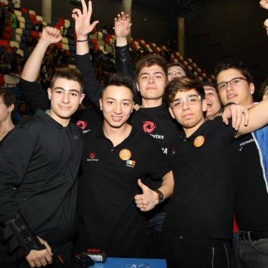Elevii care se antrenează pentru viitor câștigă premii internaționale