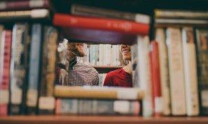 Ce citesc corporatiștii români din biblioteca Bookster