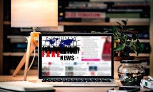 """Românii lansează unealta online care îți zice dacă citești """"fake news"""""""