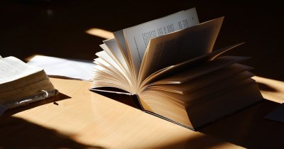 Patru cărți pe care ar trebui să le citească orice antreprenor
