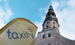 Teatrul absurdului: Taxify reduce tariful la 65 de bani pe kilometru