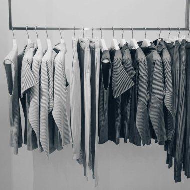 Ce haine cumpără românii online
