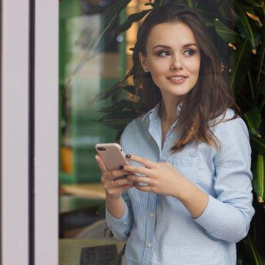 Românii și telefonul mobil: cum ne folosim smartphone-urile