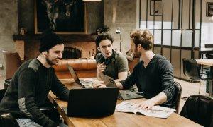 Coworking București: Commons, lounge-ul cu șemineu pentru antreprenori
