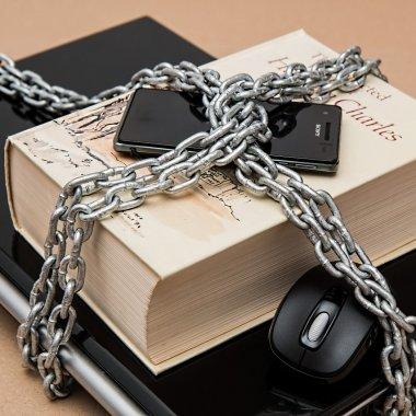 Securitate online, soluții non-tehnice pentru companiile mici